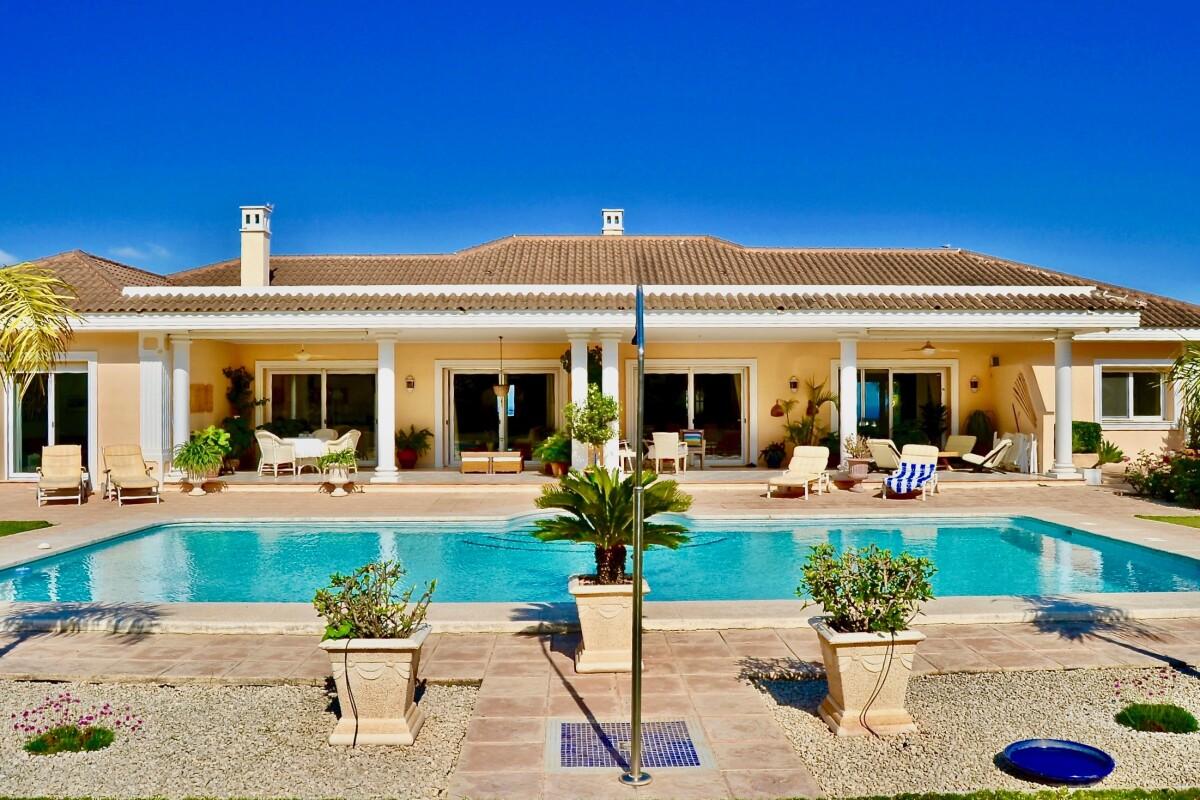 Elegante Villa de estilo clásico