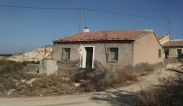 Casa Con Varias Parcelas.
